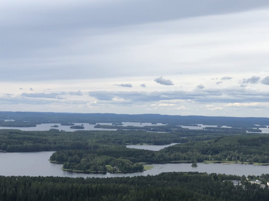 Bubbling methane emissions caused by ice-free days in Arctic lakes