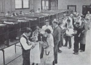 photo of Winter Short Courses students in 1941, Poultry laboratory