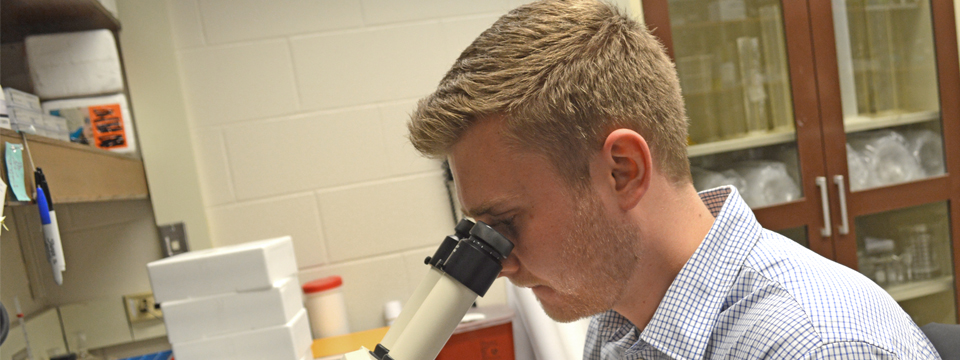 Biochemistry major mixes science with outreach