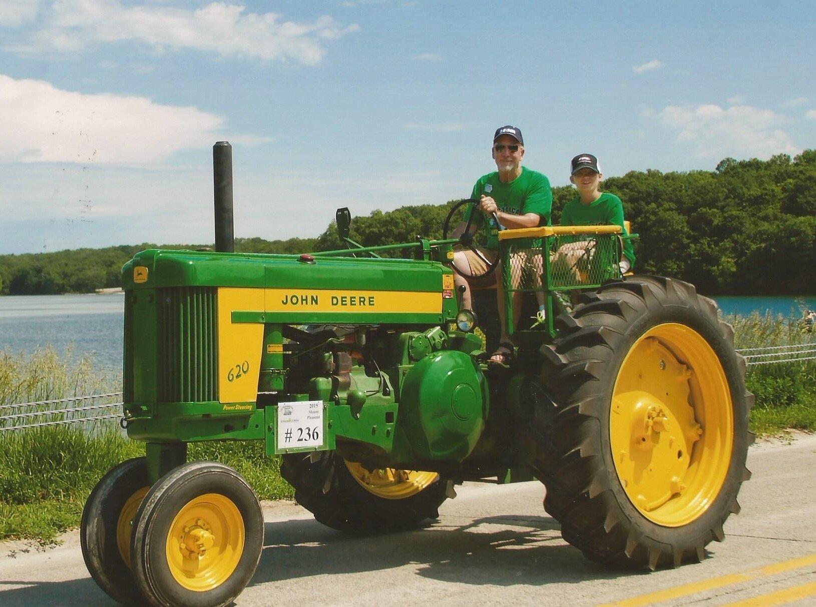 Jabaay on tractor
