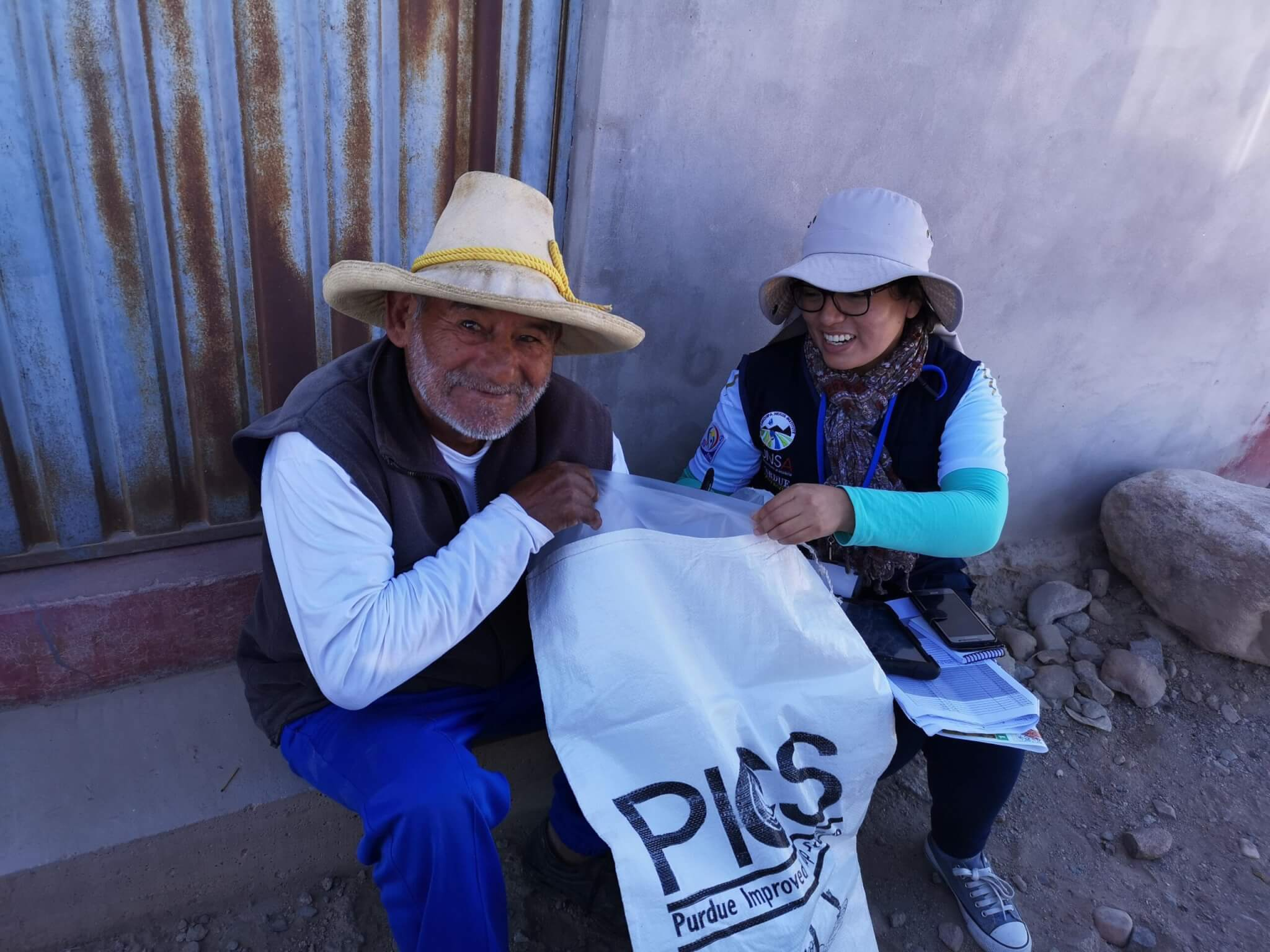 A farmer in Peru poses with a PICS bag.
