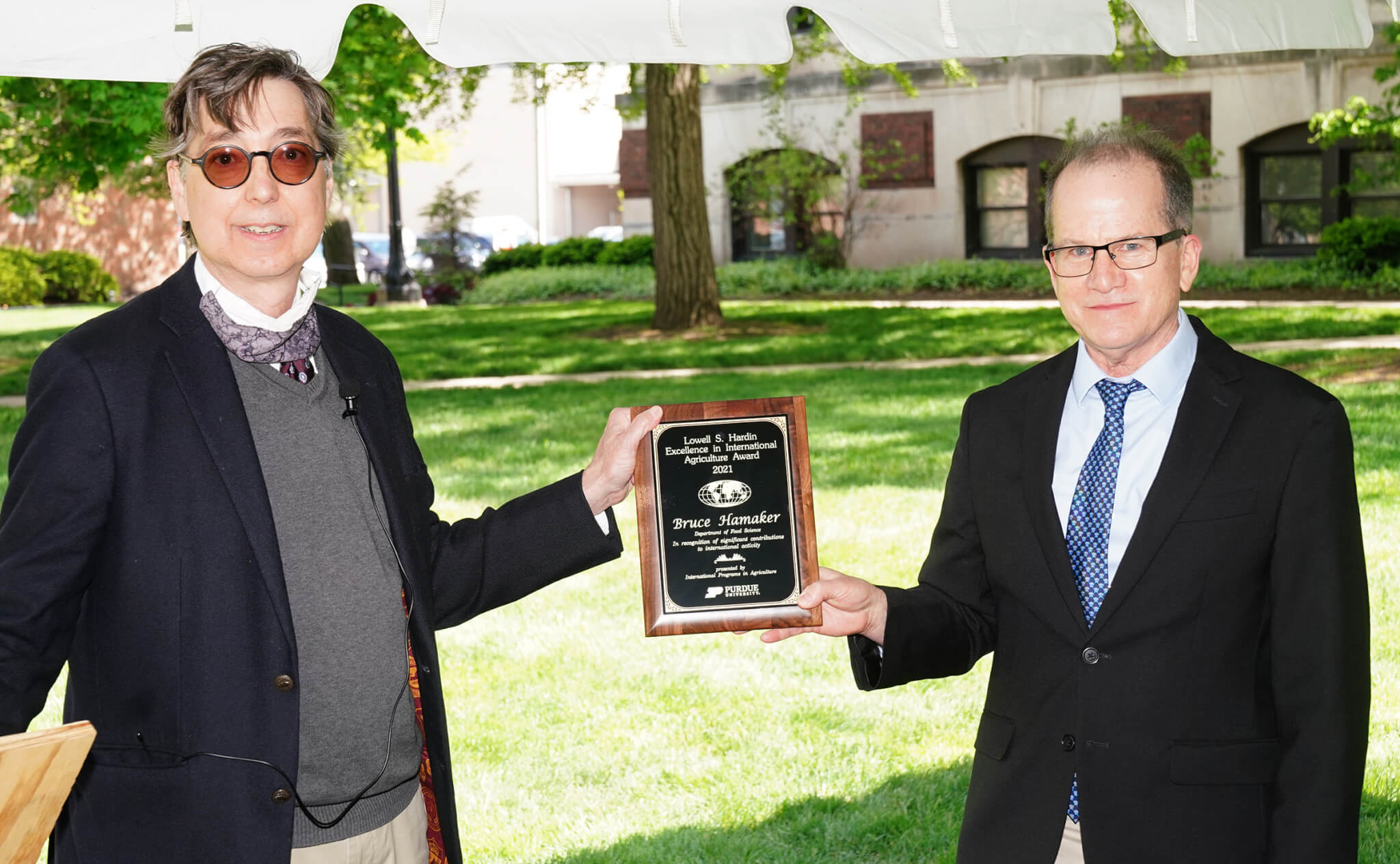 Gerald Shively, associate dean and director of Purdue University's Office of International Programs in Agriculture, presents the Hardin Award to Hamaker.