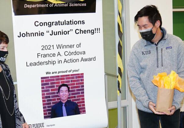Cheng receives award from Dean Plaut
